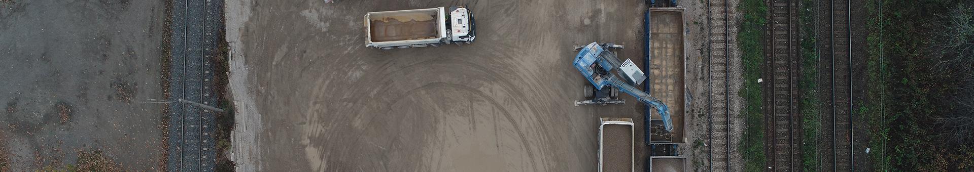 Widok z drona na plac załadunkowy